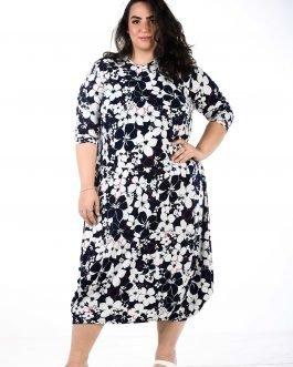 שמלה פרחונית צנועה במידות גדולות - צבעי כחול לבן עם פס אדום