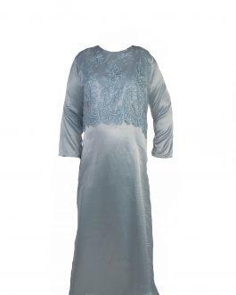 תצוגת תלת מימד של שמלת הערב בצבע תכלת מבריק - מידות גדולות